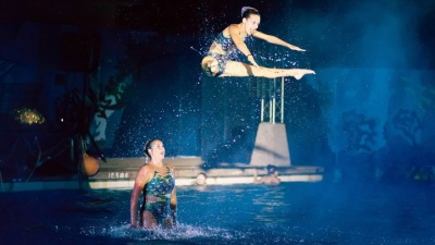 100+ Swimmers: Extraterrestrial-Themed Synchro Show
