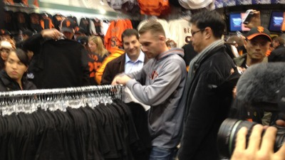 Giants Fans Swarm for Official Gear