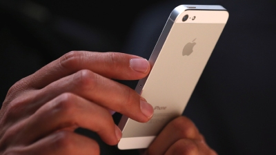 Apple Exec Says No Cheap iPhone
