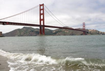 news local Student Survives Jump From Golden Gate Bridge