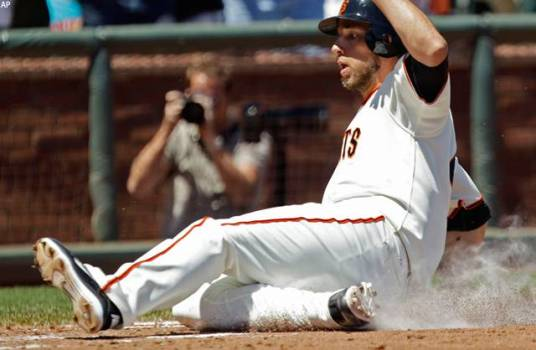 Bumgarner, Giants beat Brewers 2-1