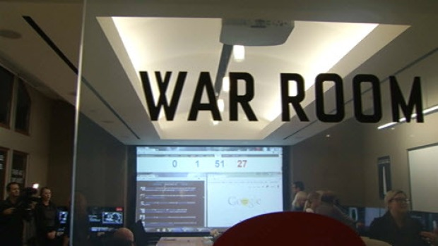 [BAY] Go Inside the Netflix War Room on House of Cards Season 2 Release Night