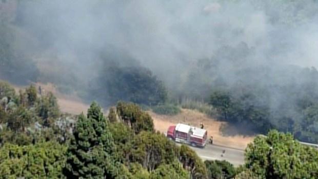 [BAY] 4-Alarm Brush Fire Burns in Oakland Hills