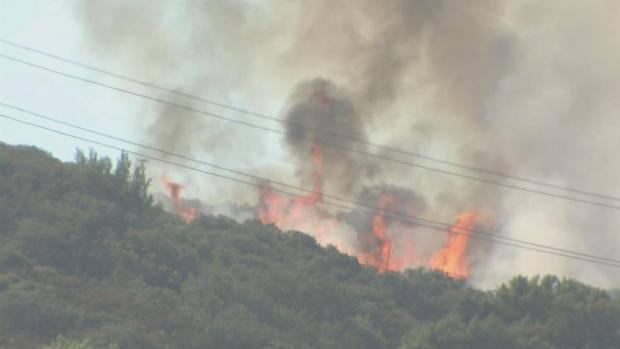[BAY] Firefighters Battle Brush Fire in Saratoga