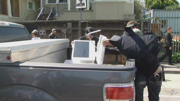 ICE Agents Serving Warrant For Human Trafficking Get Chilly Welcome in Oakland
