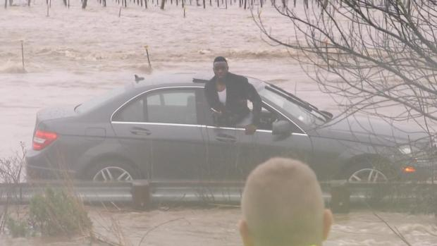 Mercedes Driver Gets Stuck, Then Rescued