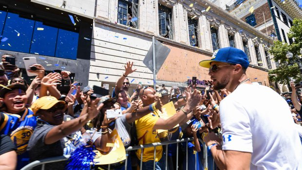 [BAY] Fans Gather in Oakland to Celebrate Golden State Warriors' NBA Championship
