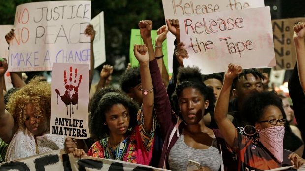 [NATL] Dramatic Photos: Protests in Charlotte