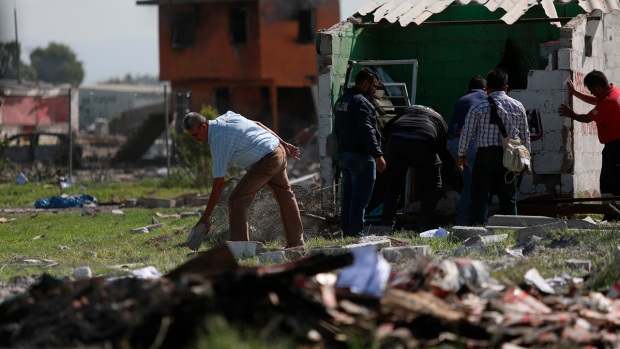 [NATL] Images: Deadly Explosions at Fireworks Workshop in Mexico