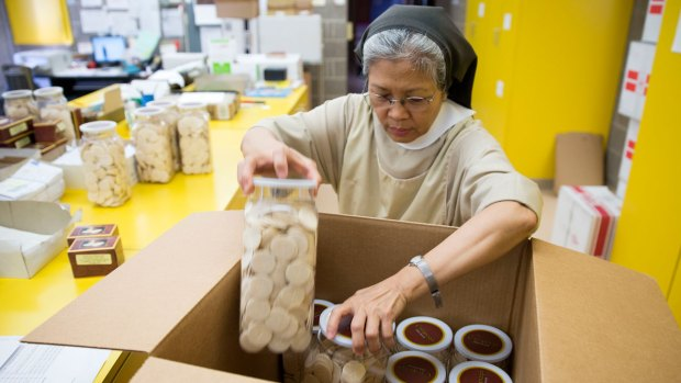 [NATL] Nuns Work Overtime to Bake Wafers for Pope's Mass