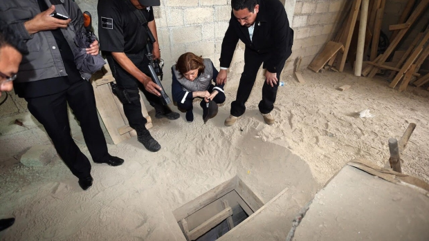 [NATL] PHOTOS: The Search for Mexico's Top Drug Lord 'El Chapo'