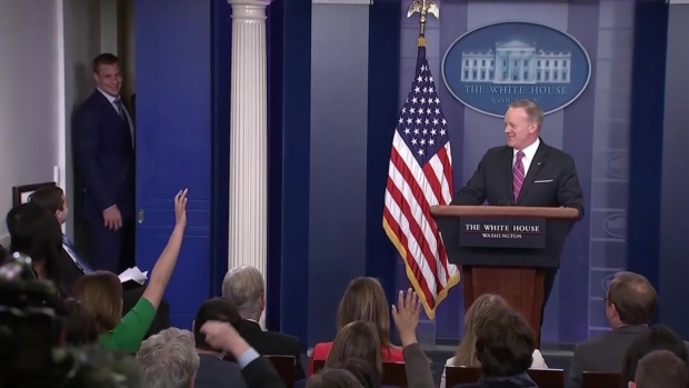 [NATL-NECN] Gronk Crashes Spicer's White House Press Briefing