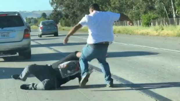 [BAY] RAW: Men Throw Punches During Fight on Highway 101