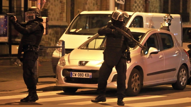 [BAY] Gunfire Heard in Police Operation Near Paris