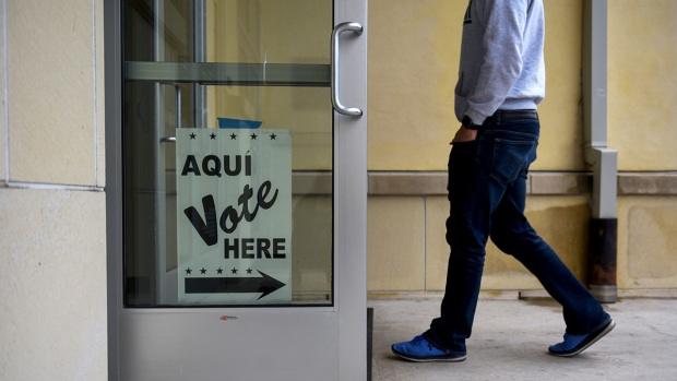 [NATL] Top News Photos: Early Voting Begins in Texas