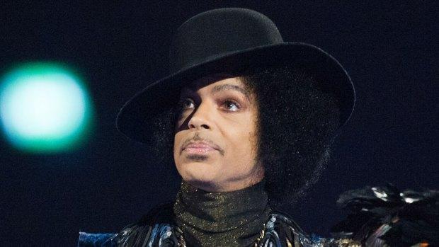[NATL] 'Tonight Show': Fallon Pays Tribute to Prince