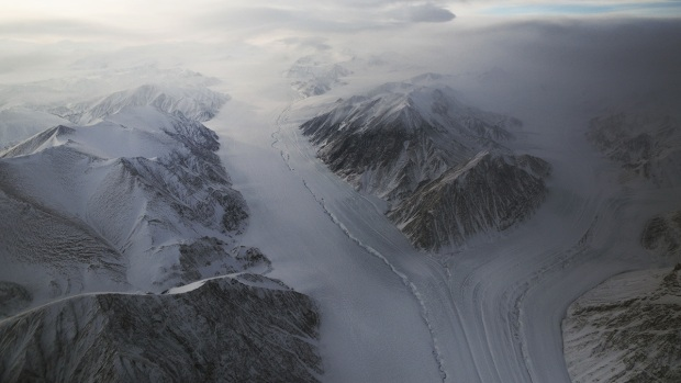 NASA Flies Planes Over Arctic to Assess Ice Levels