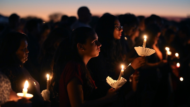 [NATL] Grieving Community Gathers to Remember Stoneman Douglas School Shooting Victims