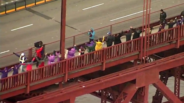 [NATL-BAY] 'Promote Love and Positivity': Droves of People Line up Along Golden Gate Bridge, Hold Hands