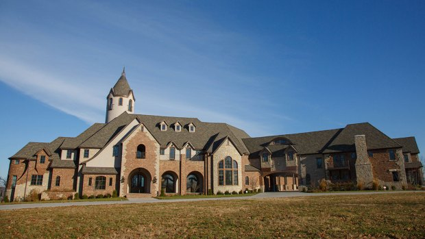 Hamels Donates $10M Mansion to Charity