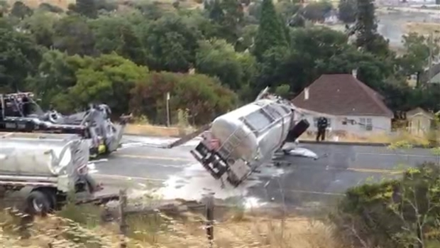 [BAY] RAW VIDEO: Gas Tanker Uprighted in Marin County