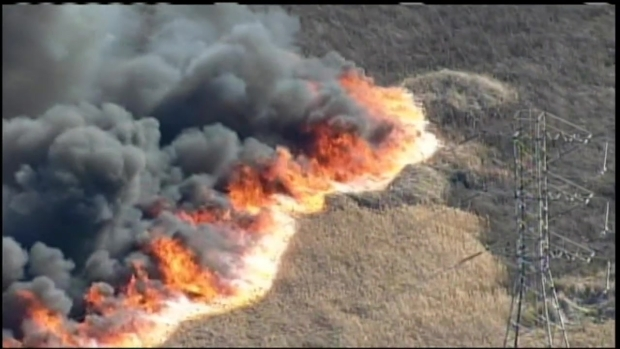[BAY] RAW VIDEO: Grass Fire Burns in Pittsburg