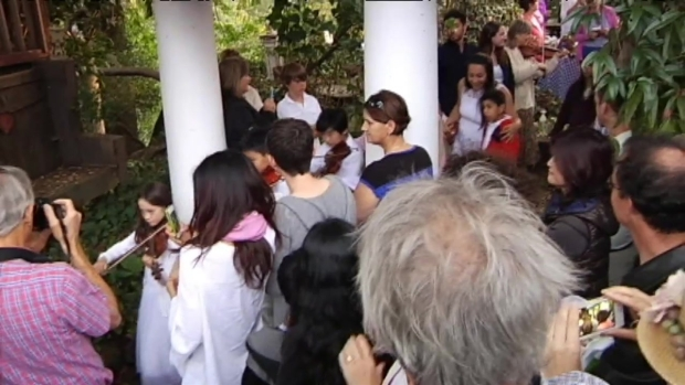 """[BAY] RAW VIDEO: """"Magical"""" May Day in Backyard of 92-Year-old Betty Peck"""