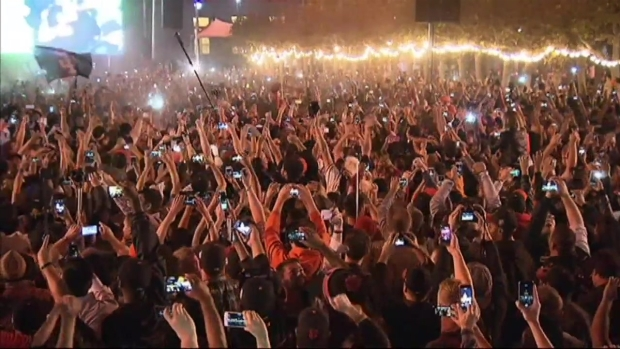[BAY] RAW VIDEO: Giants Fans Celebrate World Series Win at Civic Center