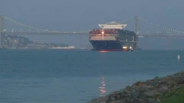 RAW: Largest Container Megaship Cruises to Oakland Again