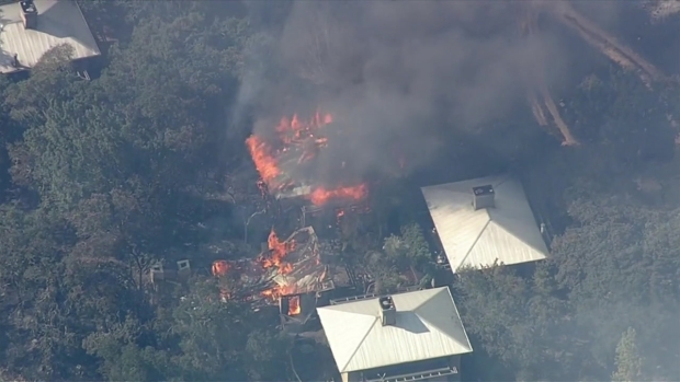 [BAY-NATL] RAW VIDEO: Fast-Moving Wildfire Rages in Napa