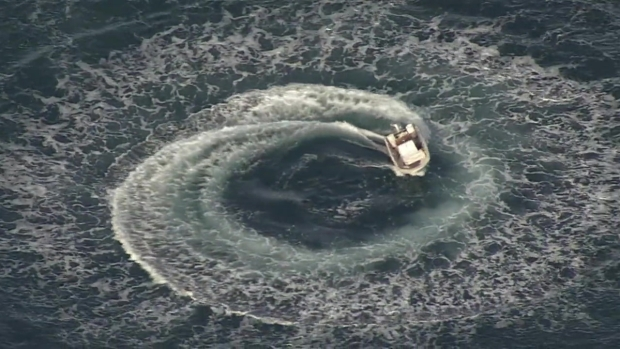 [BAY] RAW: Abandoned Boat Spins in Circles Near Half Moon Bay