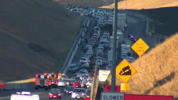 [BAY] Lanes of Interstate 580 Reopen as Crews Contain Brush Fire