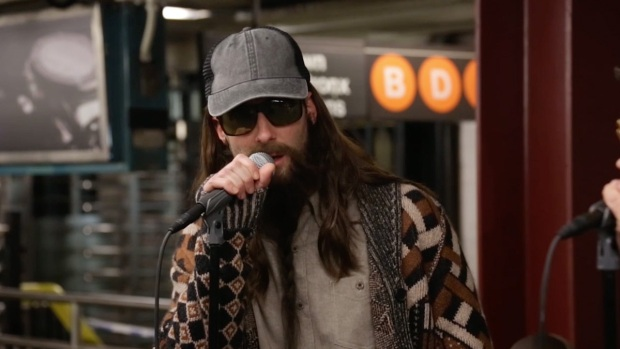 [NATL] 'Tonight': Maroon 5 Performs in NYC Subway Station in Disguise