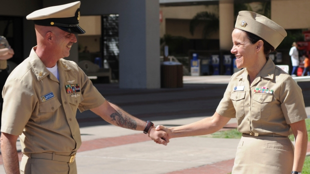 [G] Navy Sailor Siblings Reunited After 30 Years Apart