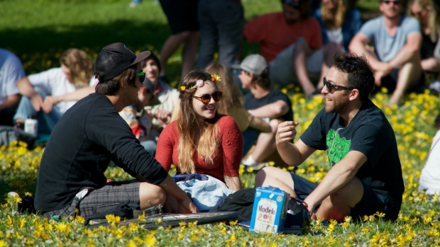 Thousands Light Up at Golden Gate Park's 'Hippie Hill' for Annual 4/20 Celebration