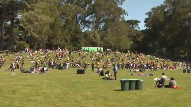 [BAY] People Celebrate 4/20 on Hippie Hill in San Francisco