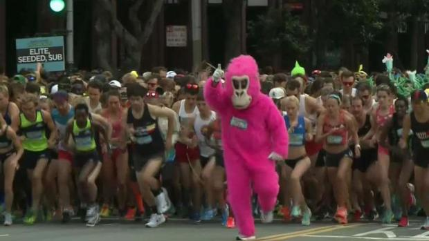 [BAY] Runners Prepare for a Wet Bay to Breakers