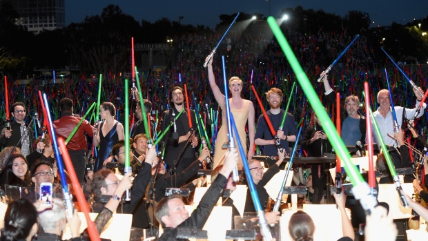 """[G-2015] """"Star Wars"""" Fans Treated to Surprise Concert at Comic-Con"""