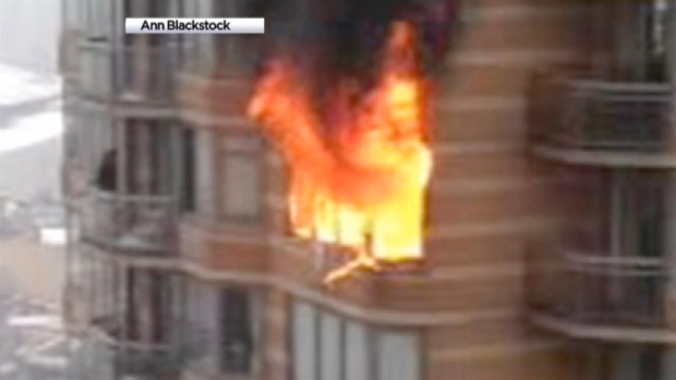 [NY] Fire Rages in Manhattan High-Rise