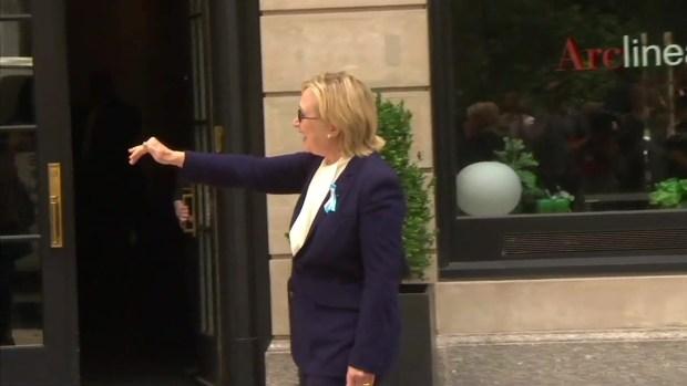 [NATL-NY] Clinton Walks From Daughter's New York Apartment