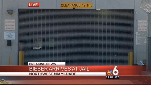 [MI] Justin Bieber Arrives at Miami-Dade County Jail