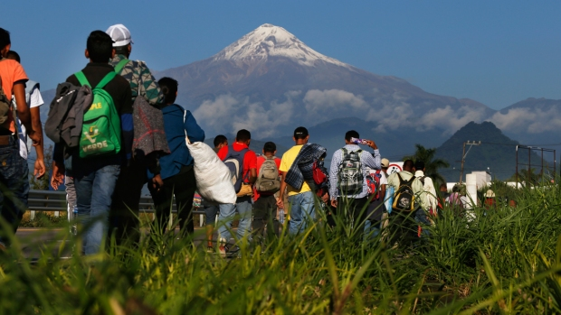 [NATL] Thousands of Migrants on Trek From Honduras Toward US Border