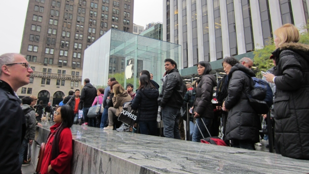 Crowds gather for iPad Air Release