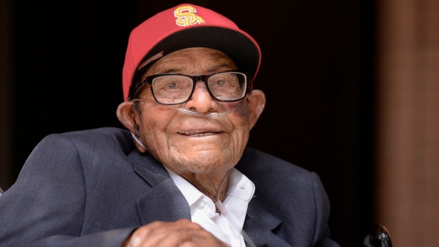 [NATL-LA] Decades Later, WWII Veteran Graduates From USC