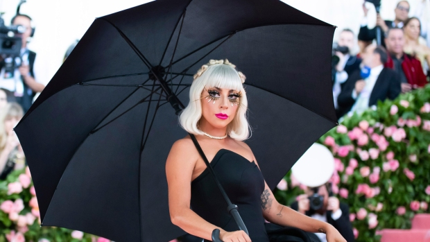[NATL-NY] Met Gala 2019: See Lady Gaga's Incredible, 16-Minute Entrance