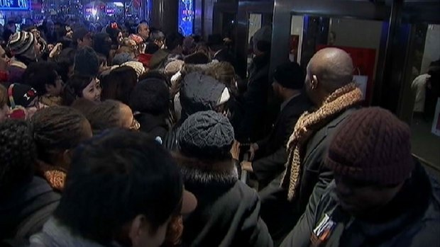 [NY] Shoppers Flock to Stores Ahead of Black Friday