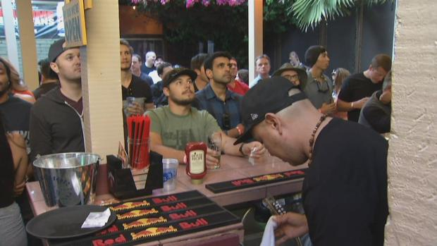 [BAY] Boxing Fans Crowd Bay Area Bars for Pacquiao-Mayweather Fight