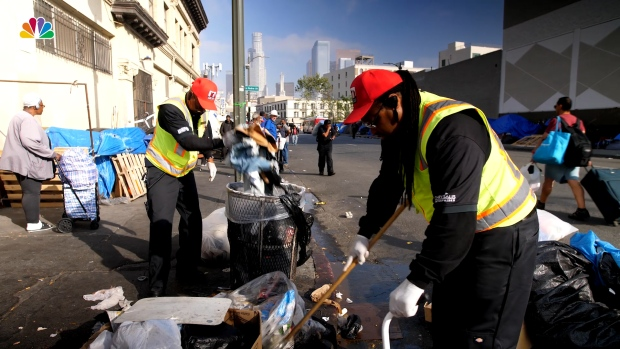 [NATL] 'An Everyday Challenge': Tackling Trash Cleanup on Skid Row
