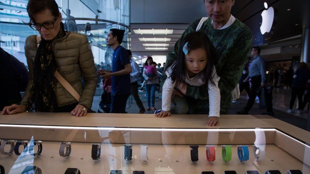 [BAY] Bay Area Consumers Discuss Apple Watch Release
