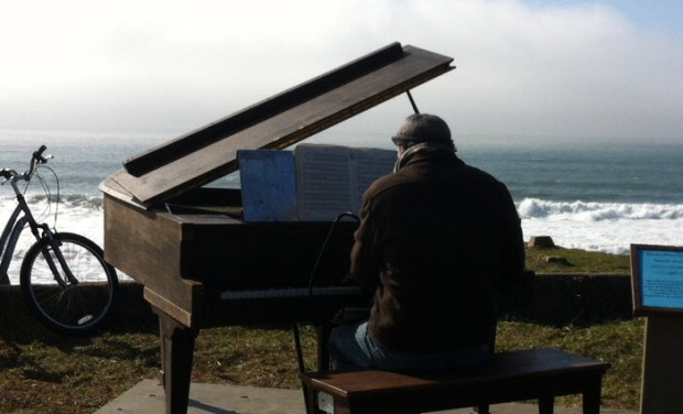 [BAY] Piano on a Beach Thrills Half Moon Bay Crowds